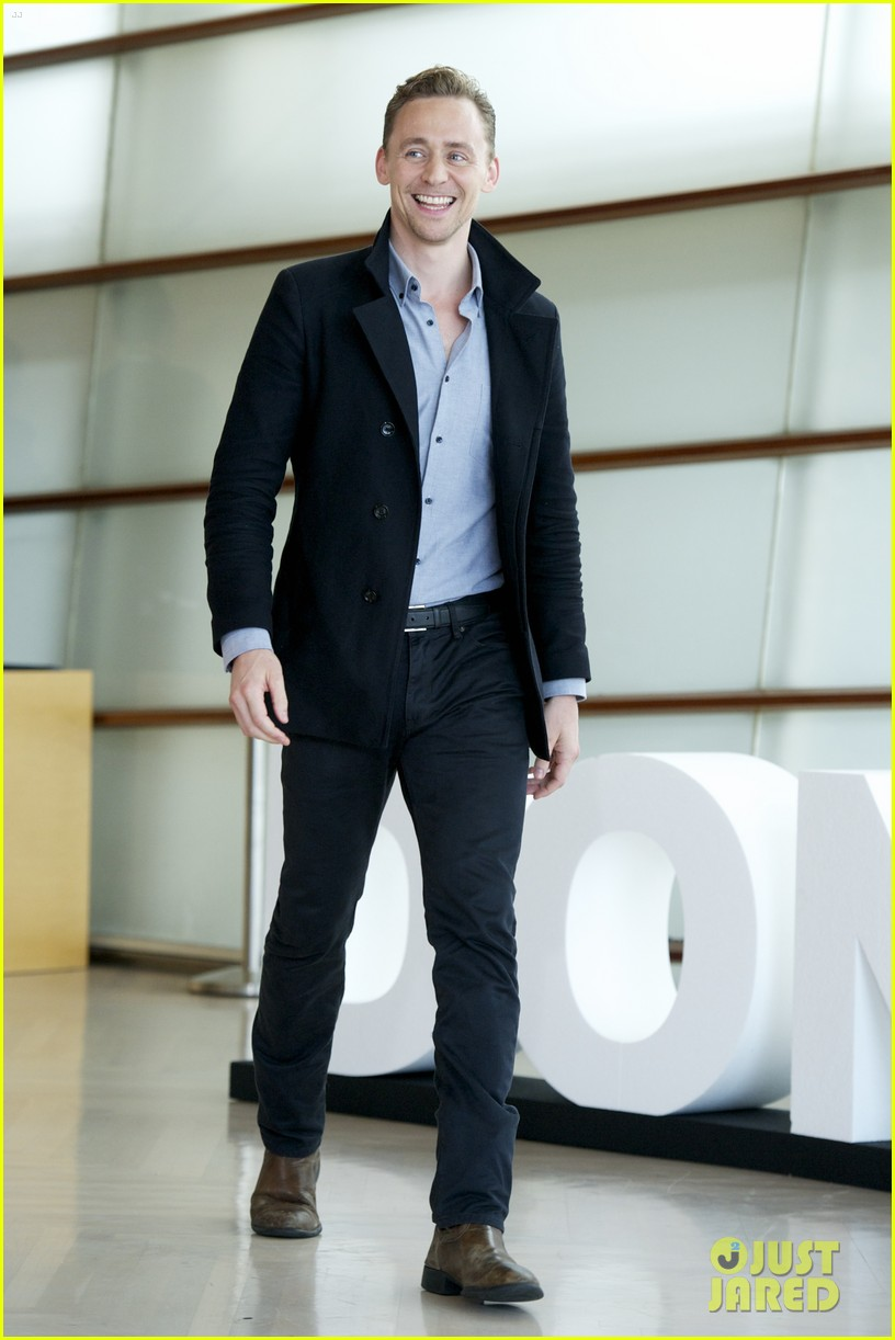 tom hiddleston baring it all in another movie 15