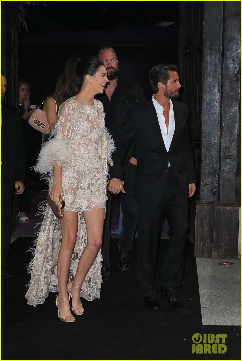 Kendall Jenner Amp Scott Disick Hold Hands At Cannes Yacht