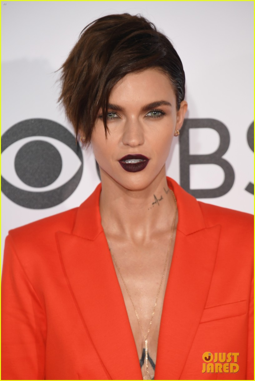 Ruby Rose Amp Ashley Greene Step Out At Peoples Choice 2017