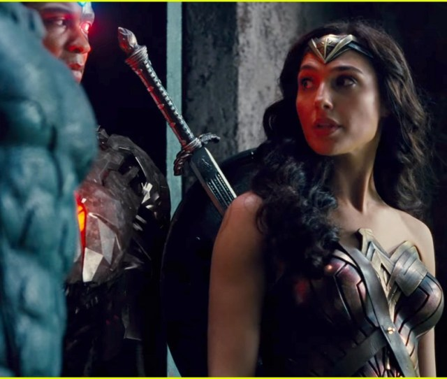 Justice League Comic Con Trailer Features Bad Ass Wonder Woman Moments Watch Now