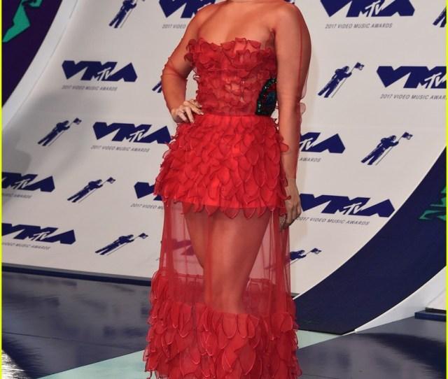 Vanessa Hudgens Is Red Hot With Short Hair At Mtv Vmas