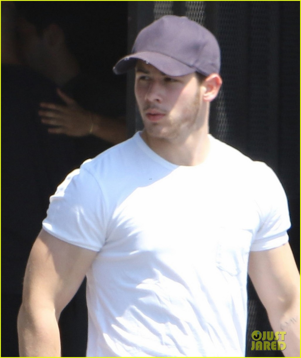 Nick Jonas Shows Off His Massive Biceps After The Gym Photo