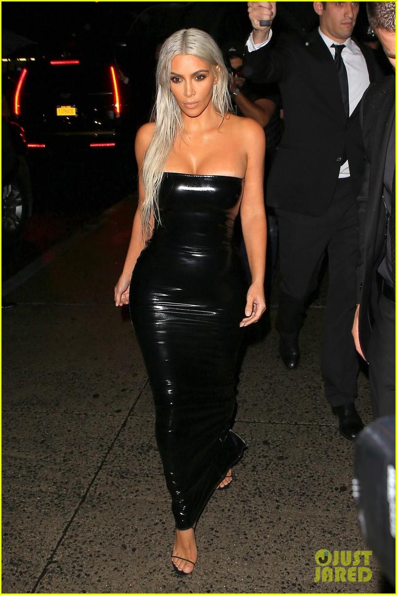 Kim Kardashian Rocks Platinum Hair Amp Skin Tight Dress For