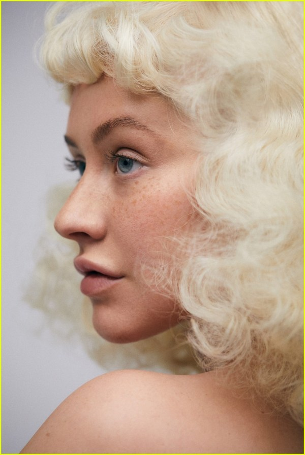 Christina Aguilera Shows Off Her Freckles for 'Paper ...