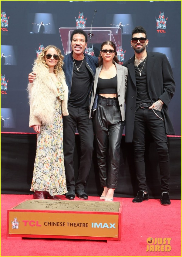 Lionel Richie Gets Support From His Kids, Samuel L ...