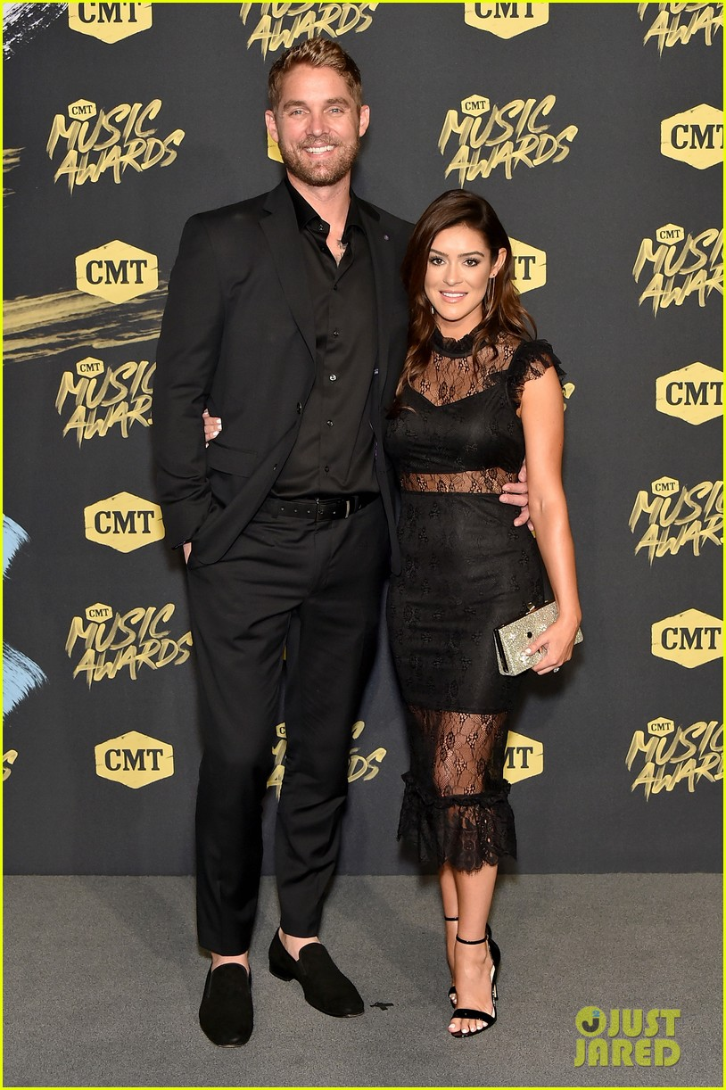 Brett Young S Wife Taylor Is Pregnant Expecting First