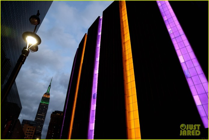 Resultado de imagen para madison square garden pays tribute to kobe bryant after his death