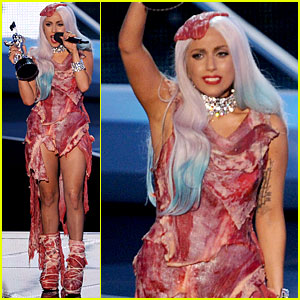 https://i1.wp.com/cdn01.cdn.justjared.com/wp-content/uploads/headlines/2010/09/lady-gaga-meat-dress.jpg