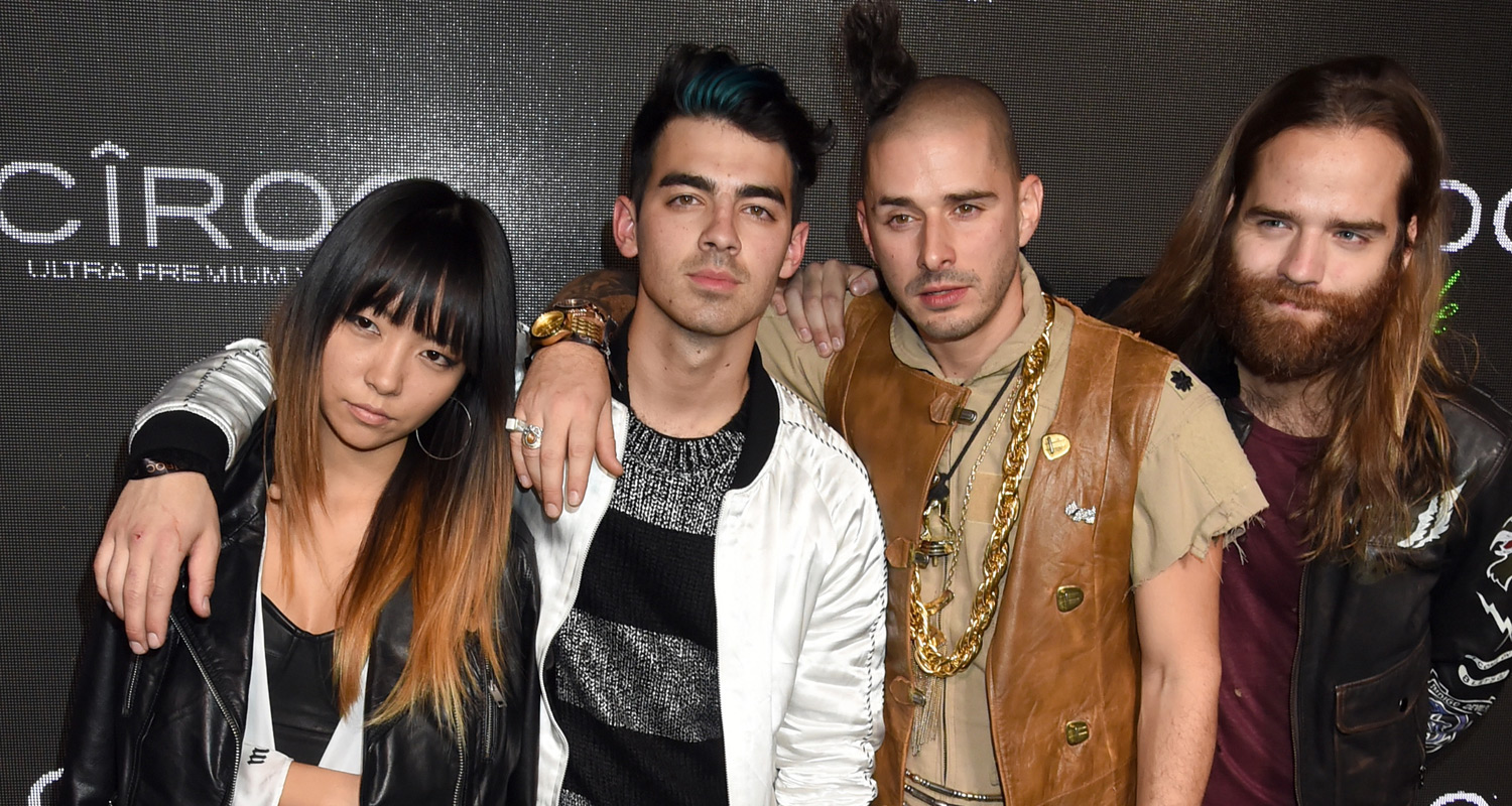 Joe Jonas Parties With DNCE At Diddys Birthday Party