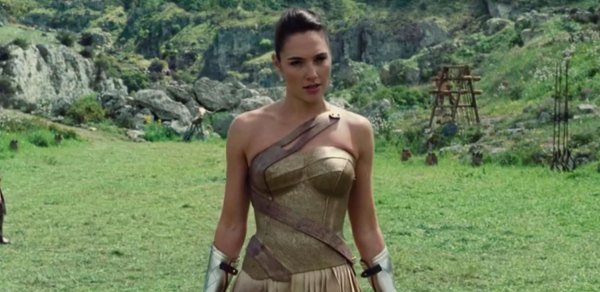 Gal Gadot Shows Off Her Sword-Fighting Skills in Two New ...
