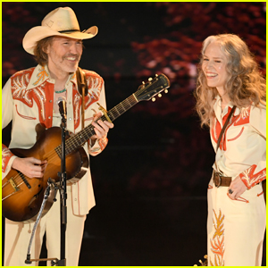David Rawlings & Gillian Welch Perform 'When a Cowboy Trades His Spurs for Wings' at Oscars 2019
