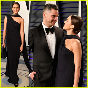 Jessica Alba & Cash Warren Are a Perfect Pair at Vanity Fair's Oscars Party!