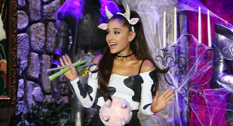 Ariana Grandes Halloween Costume Sexy Cow 2015