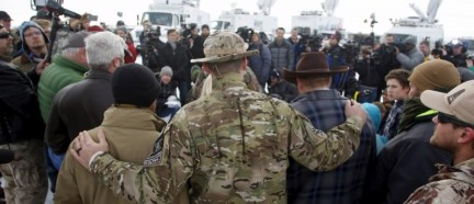 Militiamen embrace along with Ammon Bundy (centre, R) after Bundy spoke to the media at the Malheur National Wildlife Refuge near Burns, Oregon, January 4, 2016. REUTERS/Jim Urquhart