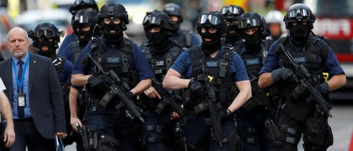 Armed police officers walk outside Borough Market after an attack left 6 people dead and dozens injured in London, Britain, June 4, 2017. REUTERS/Peter Nicholls