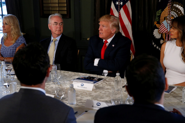 U.S. President Donald Trump (C) with first lady Melania Trump (R) meets with Secretary of Health and Human Services (HHS) Tom Price (L) to discuss opioid addiction during a briefing at Trump's golf estate in Bedminster, New Jersey, U.S., August 8, 2017. REUTERS/Jonathan Ernst - RTS1AXL9