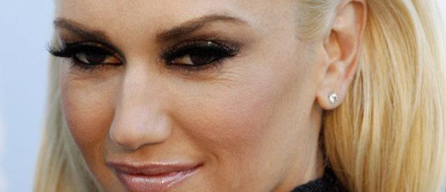 Gwen Stefani looks gorgeous at amfAR event  e