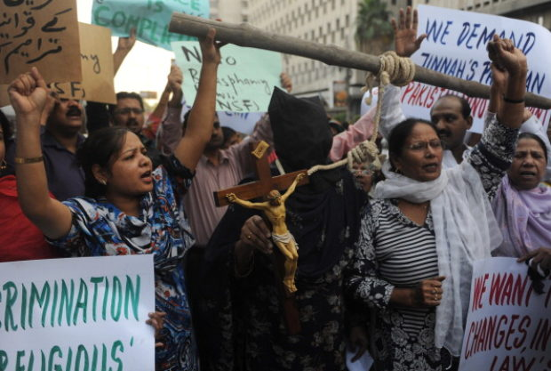 Pakistan Minority Front activists shout slogans during a protest in Karachi on November 25, 2010, in support of Christian mother Asia Bibi sentenced to hang. A Pakistani Christian family whose mother has been sentenced to death for insulting Islam has gone into hiding because of death threats, they said November 24. Politicians and conservative clerics are at loggerheads on whether President Asif Ali Zardari should pardon Asia Bibi, a mother of five sentenced to hang for defaming the Prophet Mohammed under controversial blasphemy laws. AFP PHOTO/Rizwan TABASSUM