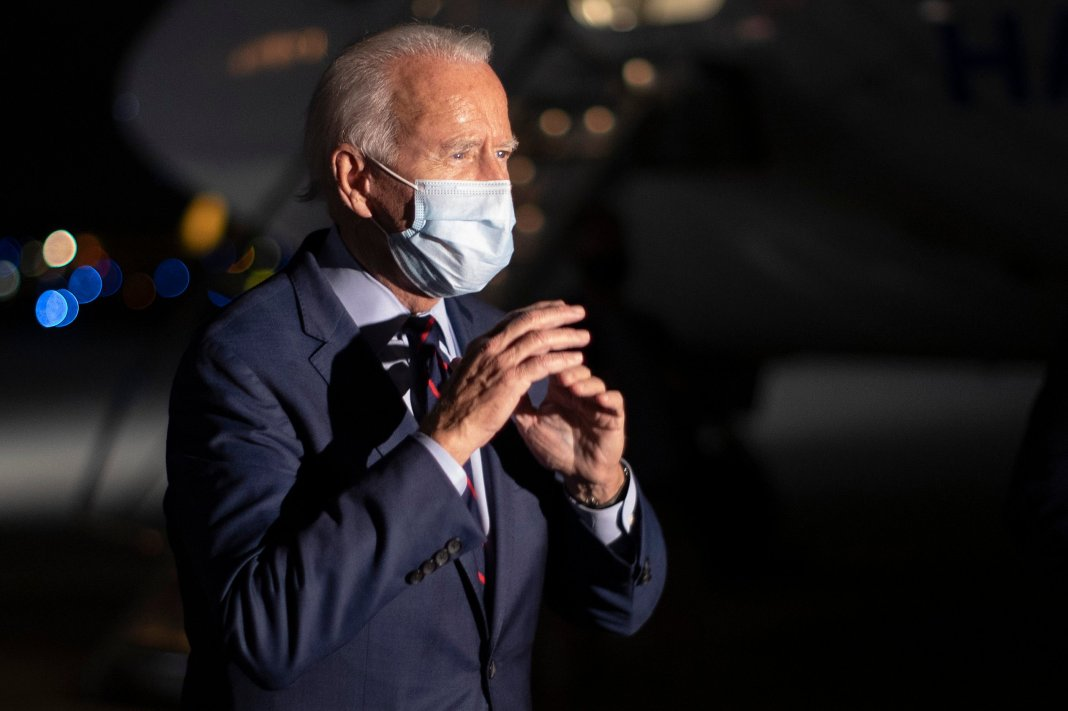 HEBRON, KY - OCTOBER 12: Wearing a face mask to reduce the risk posed by the coronavirus, Democratic presidential nominee Joe Biden talks to reporters before departing Cincinnati/Northern Kentucky International Airport October 12, 2020 in Hebron, Kentucky. With 21 days until the election, Biden campaigned in Toledo and Cincinnati. (Photo by Chip Somodevilla/Getty Images)