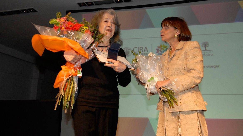 Martha Argerich y la empresaria Claudia Stad, quien fue una de las mentoras de esta premiación