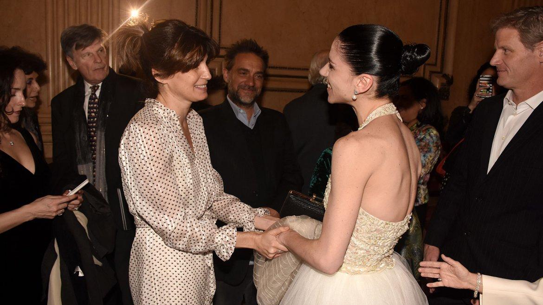 Valeria Bertucelli felicita a Paloma Herrera por la actuación ofrecida apenas unas horas antes