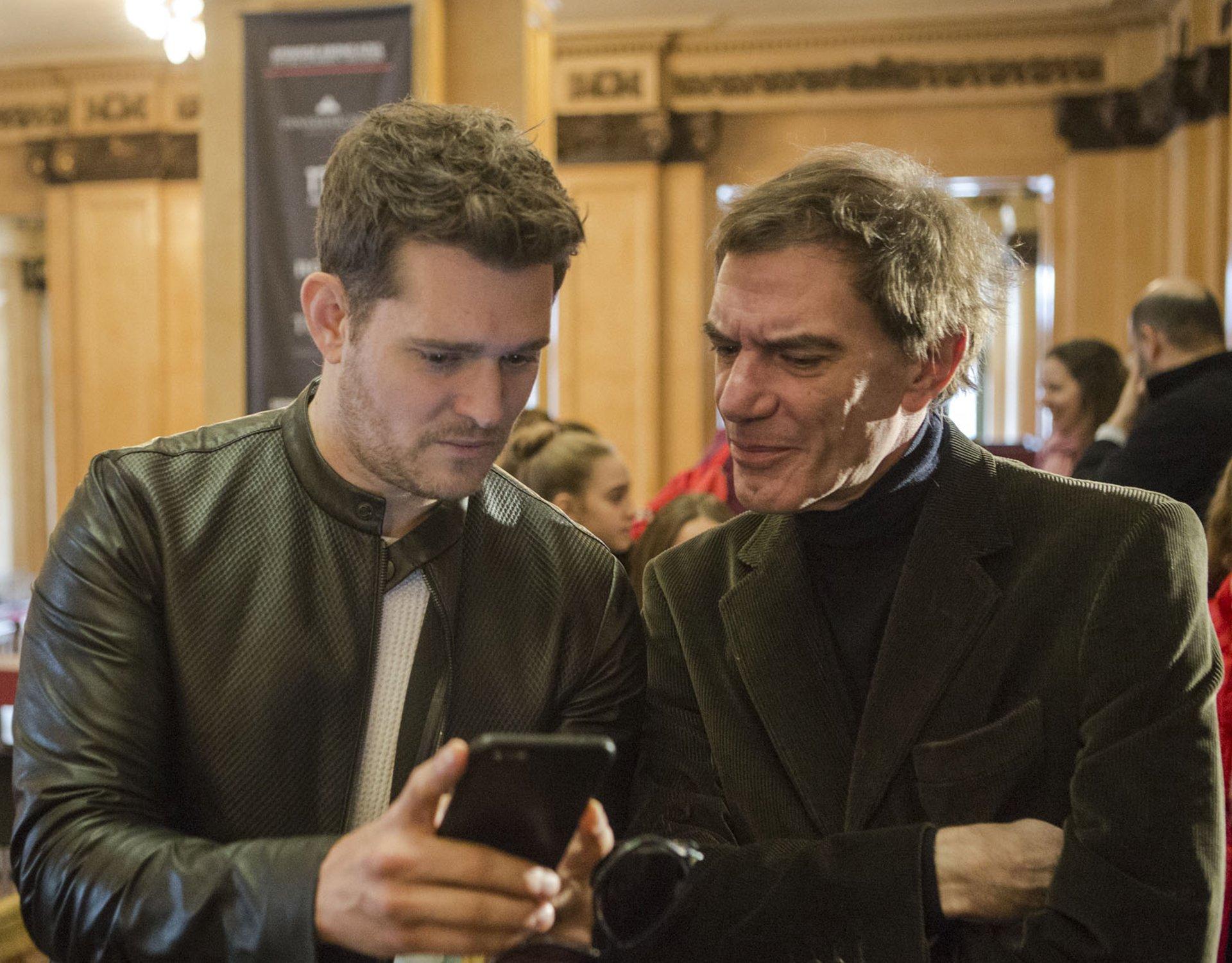 El ministro de Cultura porteño y director artístico del Teatro Colón, Darío Lopérfido, junto aMichel Bublé