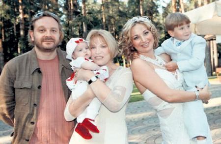 У Максима Максакова фамилия матери. Кто отец сына Людмилы ...