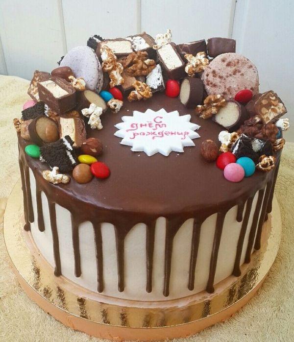 Как украсить торт шоколадом, шоколадными конфетами ...