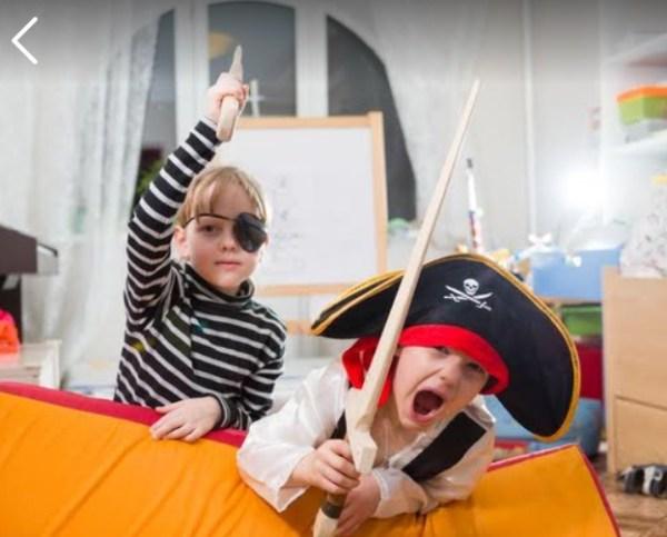 Игра 94% На картинке дети играют в пиратов, какие ответы?