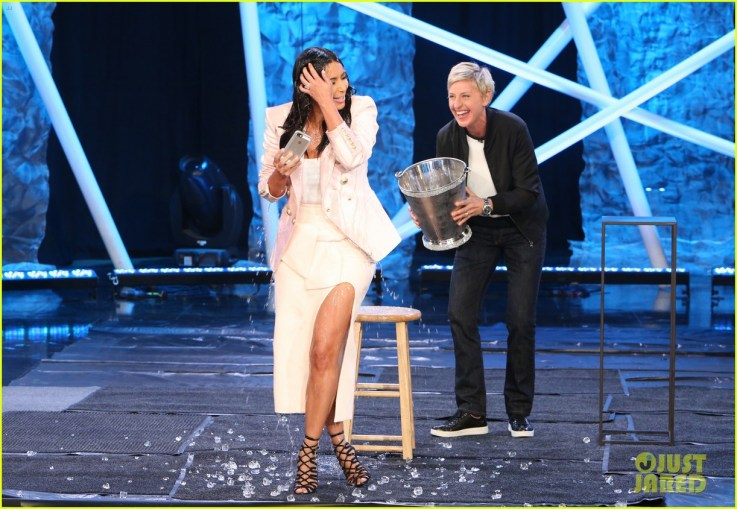 kim kardashian screams during ice bucket challenge 02