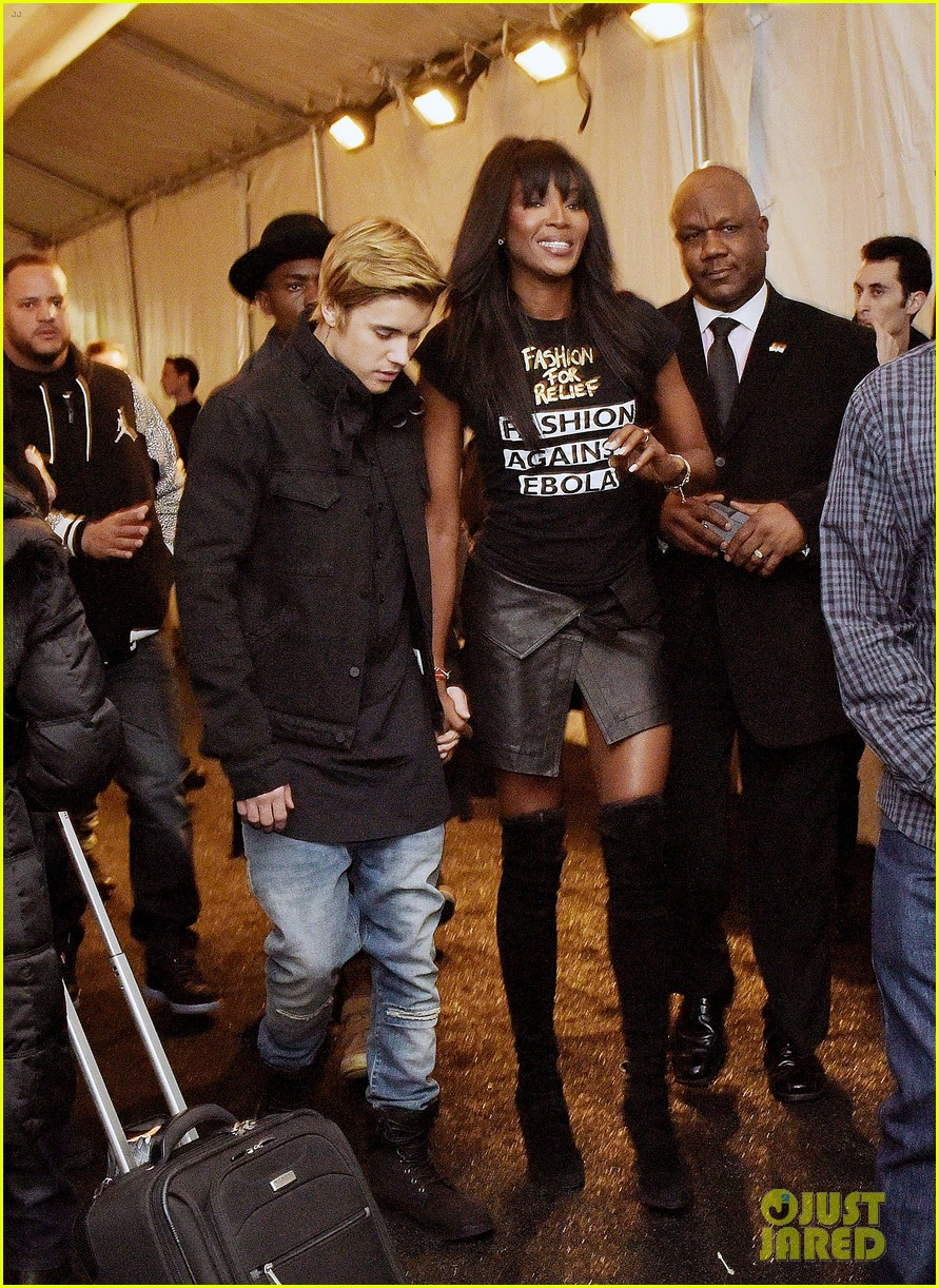 justin bieber holds hands naomi campbell fashion week 17