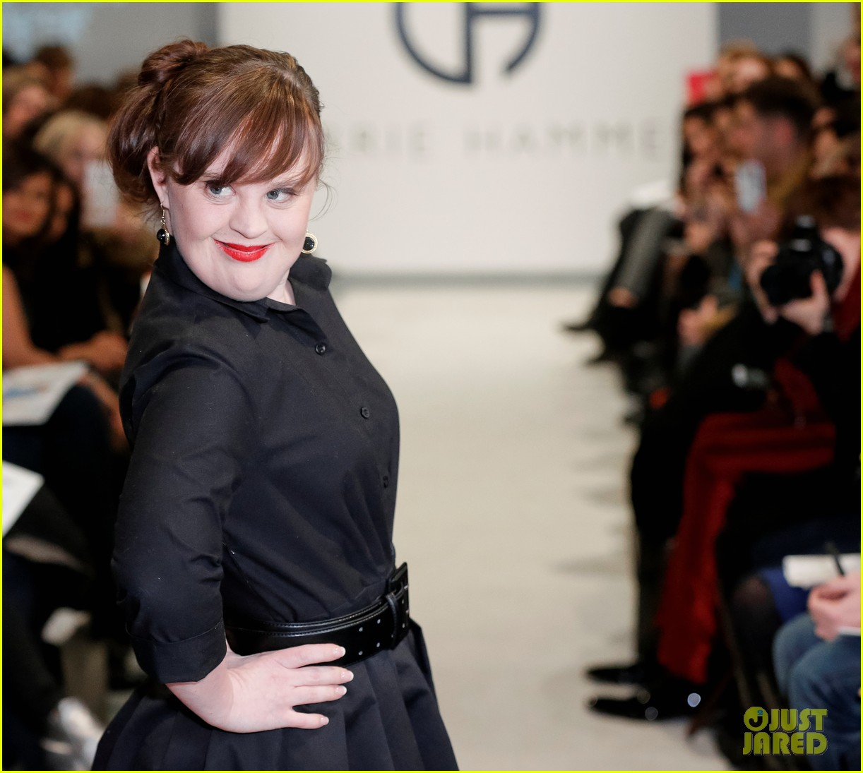 jamie brewer makes fashion week history 04