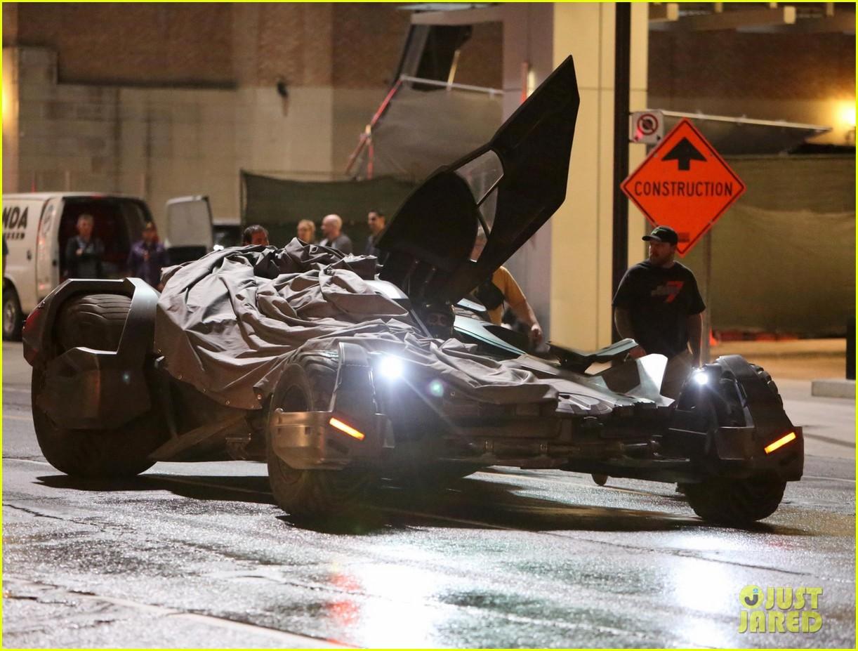 ben afflecks batmobile chased jared letos joker ride 01
