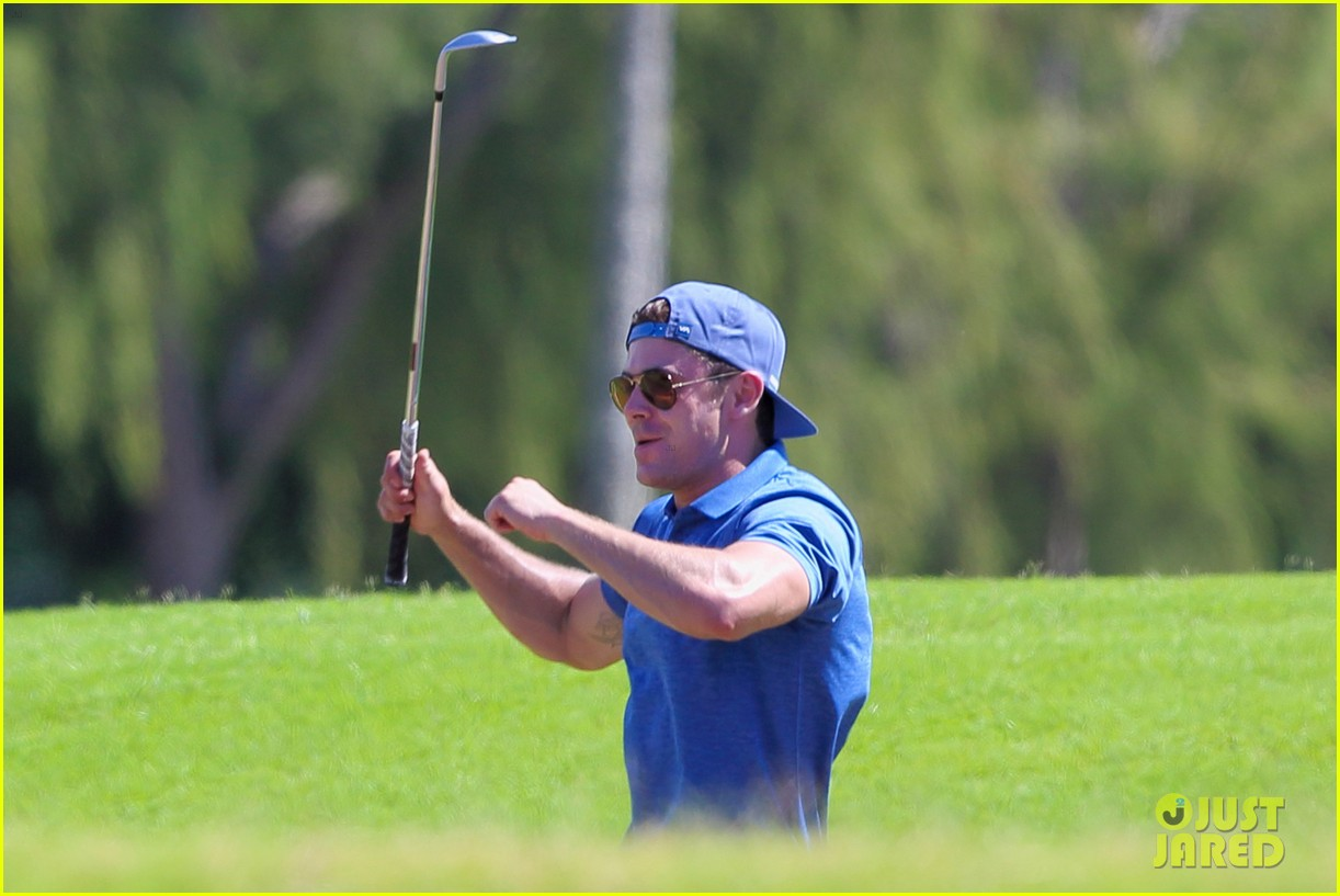 zac efron golfing in hawaii 18