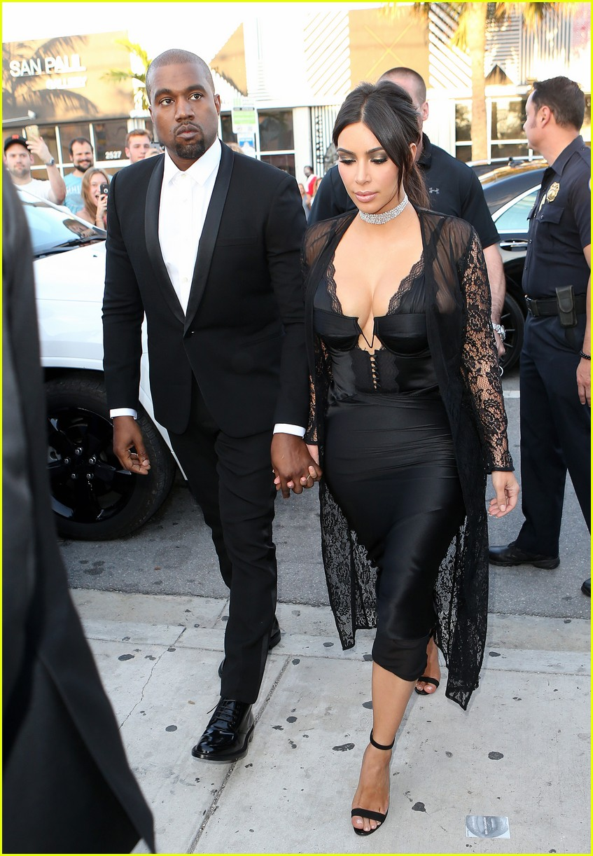 Kim Kardashian Amp Kanye West Are Perfect Pair At Friends