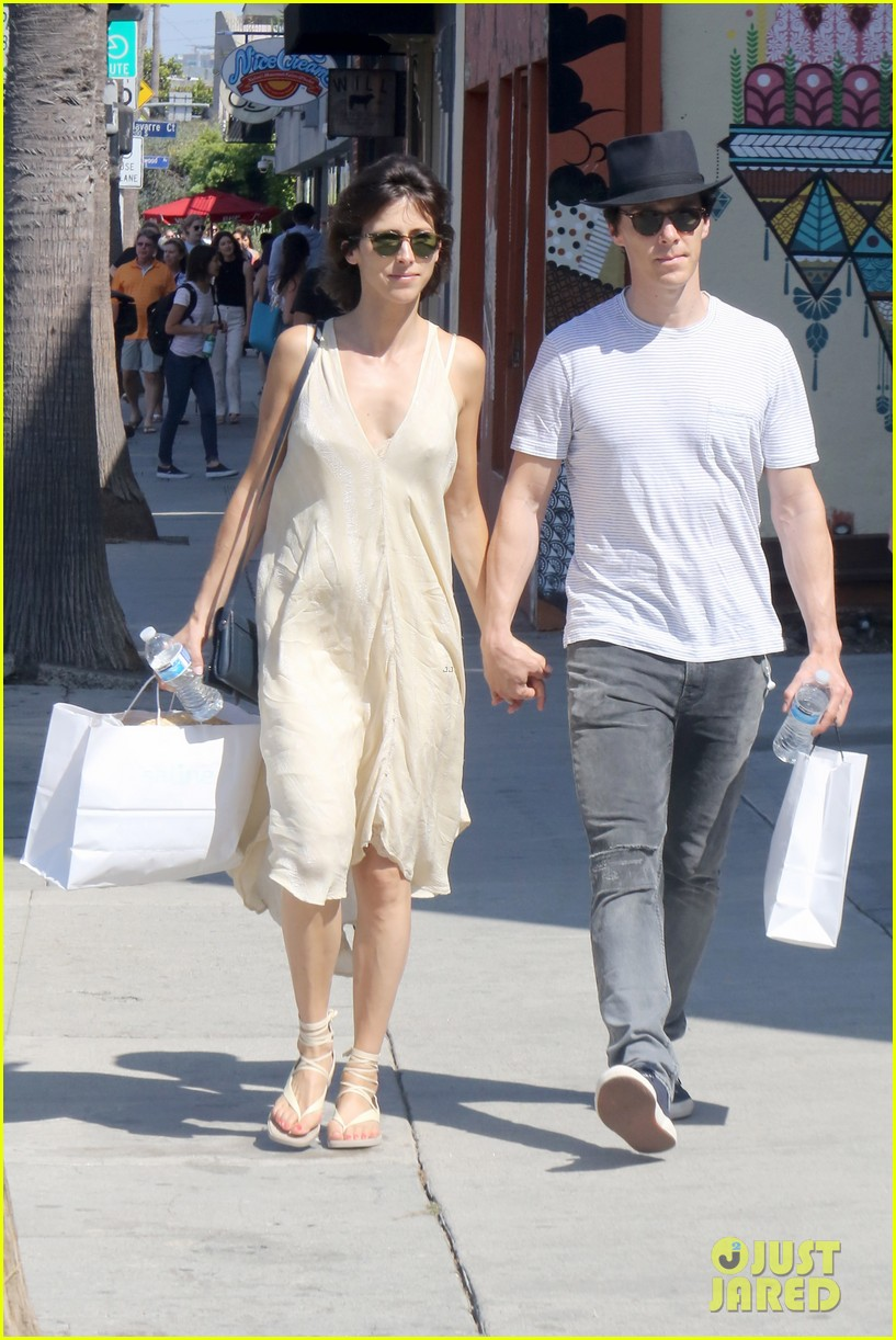 benedict cumberbatch and his wife sophie hunter go shopping in venice beach 06