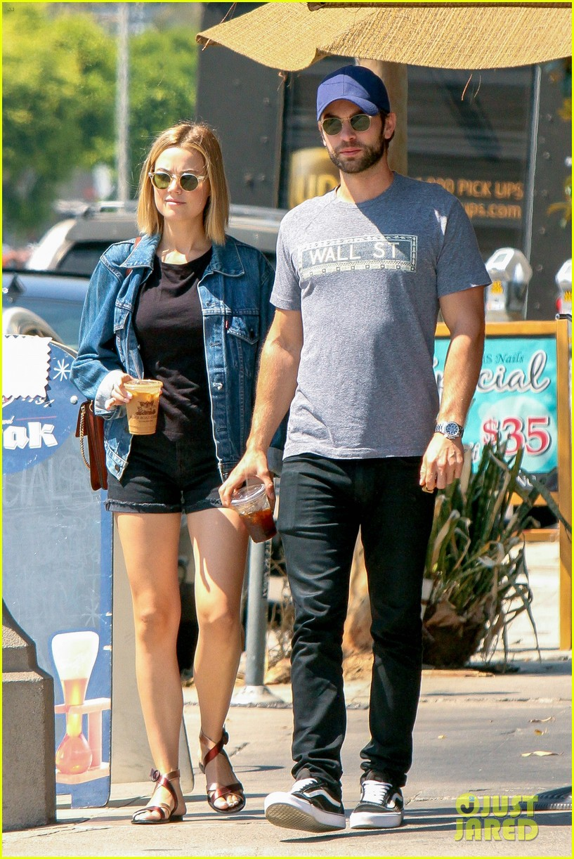 Chace Crawford Amp Rececca Rittenhouse Step Out For A Breakfast Date Photo 3753124 Chace
