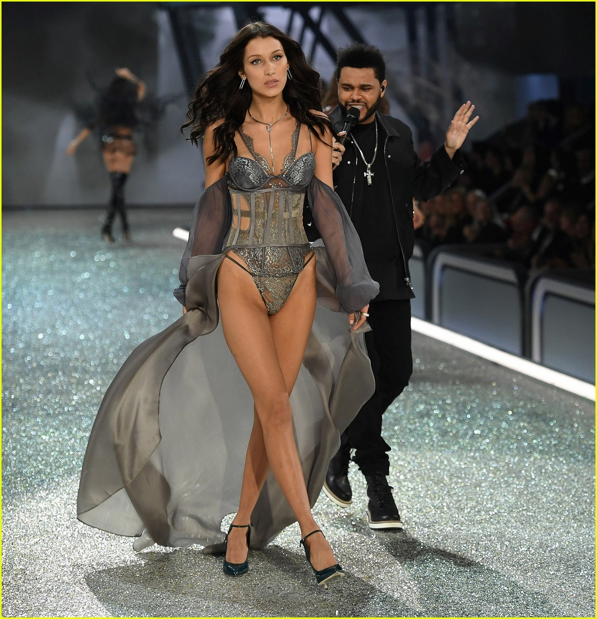 Image result for vs fashion show 2016 bella hadid the weekend