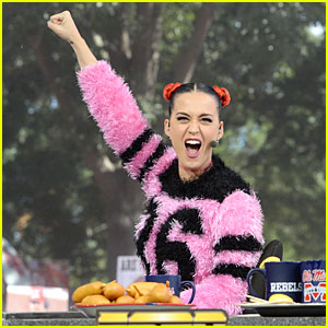 Katy Perry Talks Football on Funny 'College GameDay Built' Segment - Watch Now!