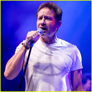 David Duchovny Performs in Concert on Tour in London!