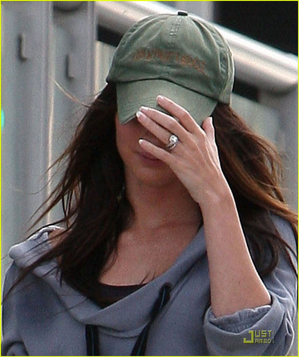 Megan Fox Debuts Blingin Wedding Ring Photo 2464915