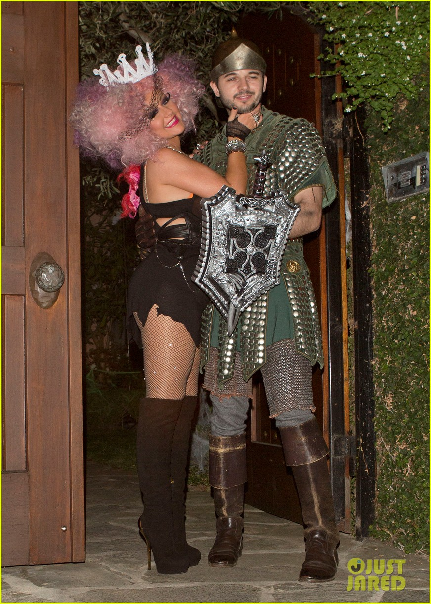 christina aguilera halloween party with matthew rutler 05