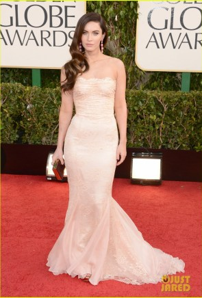 https://i1.wp.com/cdn03.cdn.justjared.com/wp-content/uploads/2013/01/gox-gg/megan-fox-golden-globes-2013-red-carpet-with-brian-austin-green-05.jpg?resize=295%2C436