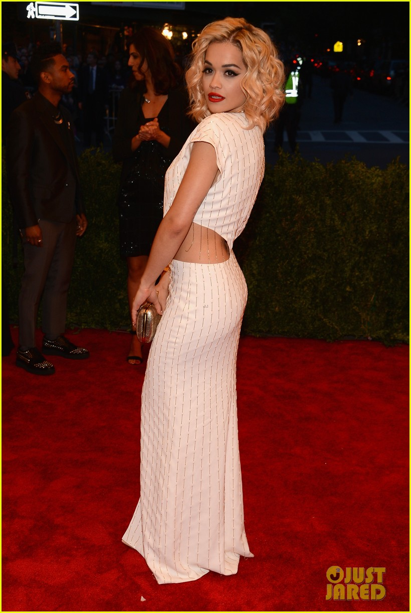 rita ora cara delevingne met ball 2013 red carpet 04