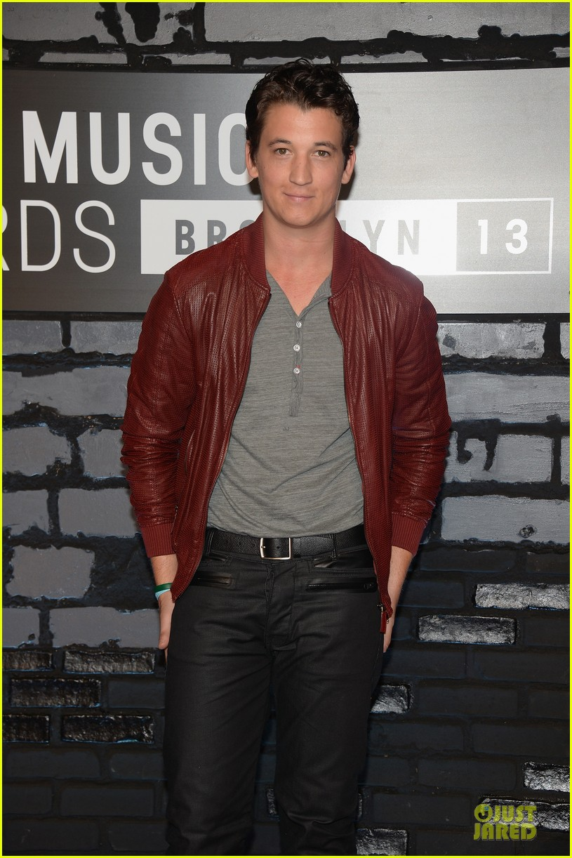 miles teller mtv vmas 2013 red carpet 05