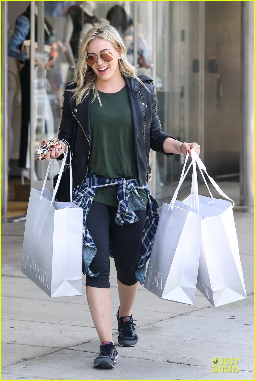 hilary duff brings music with record deal 01