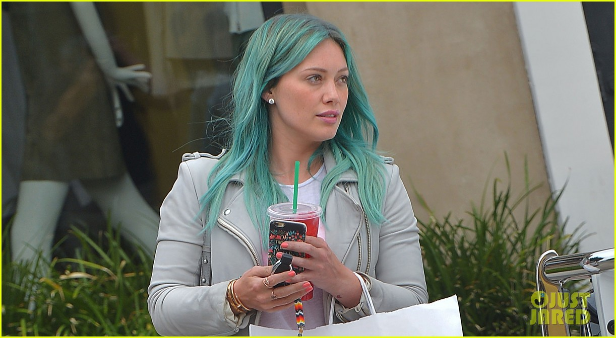 Hilary Duff Debuts New Turquoise Blue Hair Color Photos