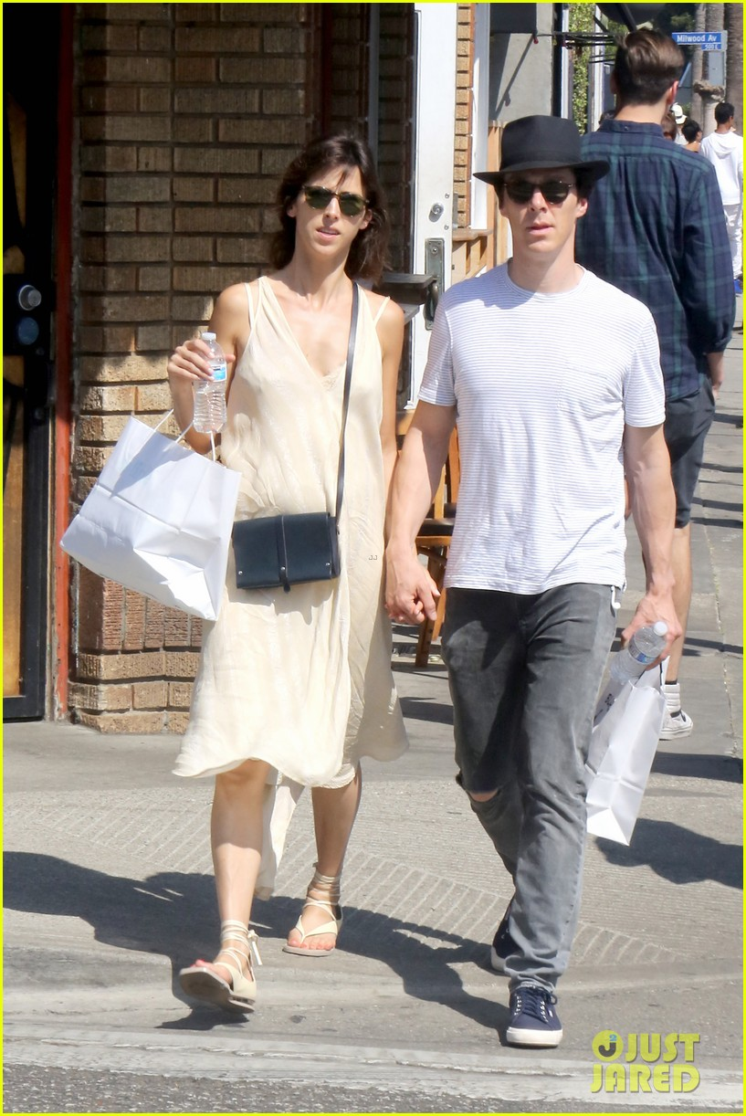 benedict cumberbatch and his wife sophie hunter go shopping in venice beach 07