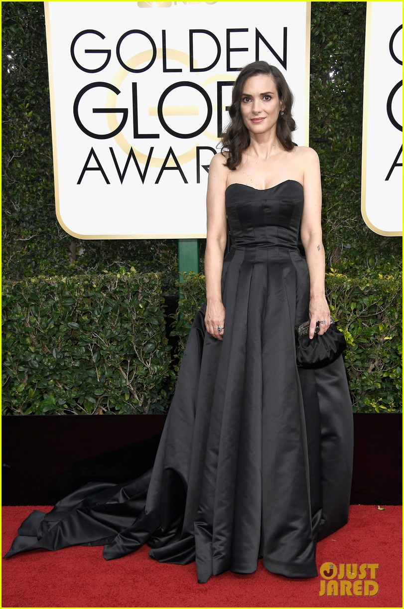 winona caitriona connie timeless at golden globes 013839433