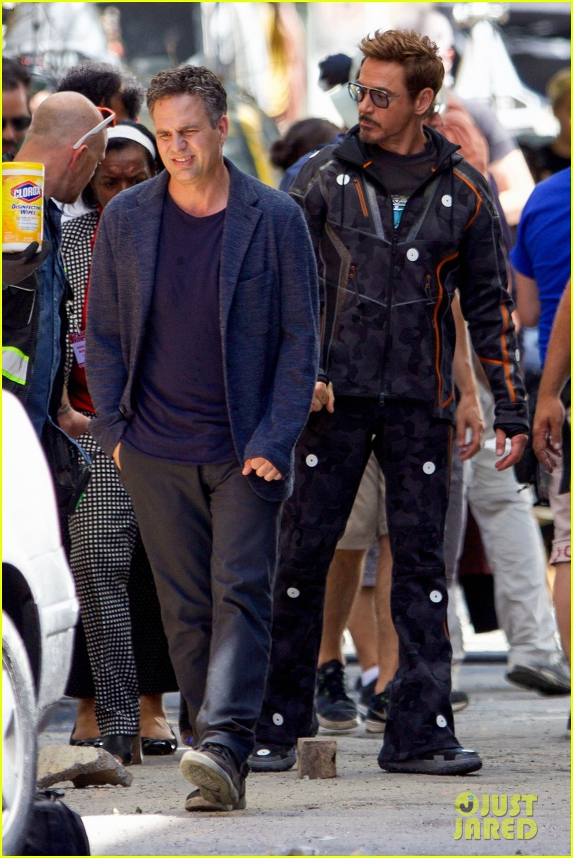 robert downey jr films avengers infinity war with benedict cumberbatch 123920252